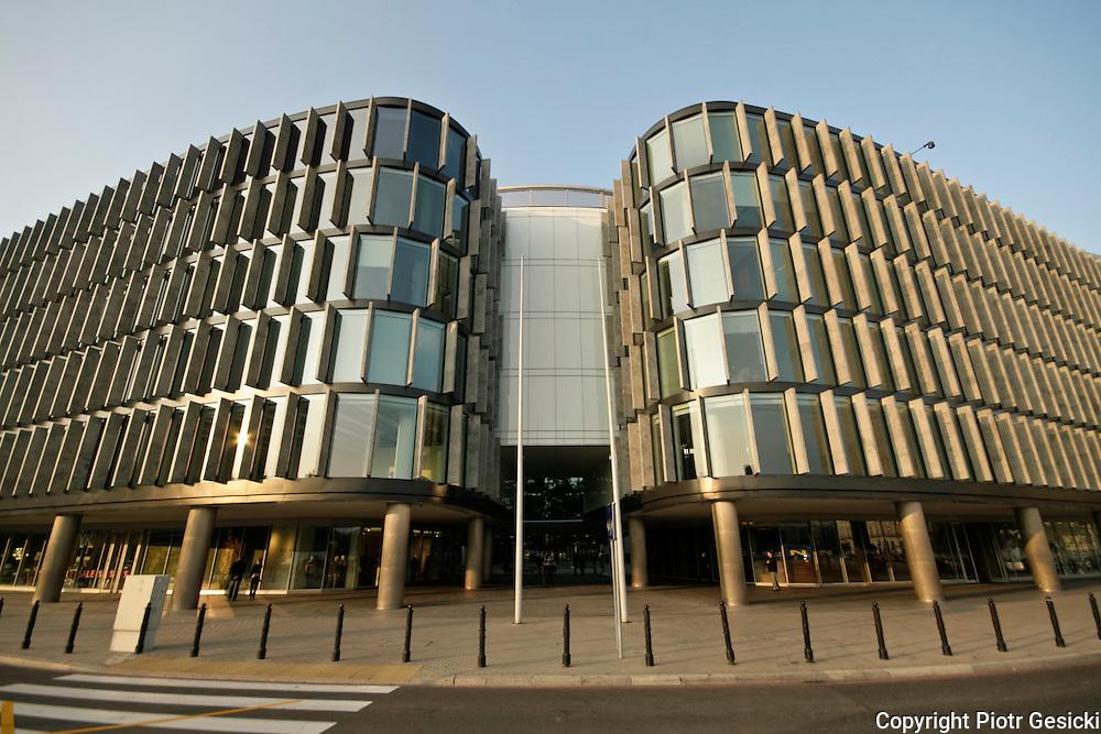 29.09.2006 Warszawa biurowiec Metropolitan na pl Pilsudskiego.Fot Piotr  Gesicki Modern urban architecture