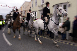 .TTP11-AP-BOXING DAY HUNT-DIG..PIC BY ANDREW PARSONS . BOXING DAY HUNT IN MALDON , ESSEX. THE ESSEX FARMERS HUNT STARTS IN MALDON HIGH ST . MEMBERS OF THE HUNT LEAVE THE HIGH ST Boxing Day Hunt in Maldon, Essex. .The Essex farmers hunt starts in Maldon High St. 2000 .Photo by Andrew Parsons/i-Images....