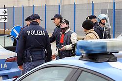 DISORDINI MIRROR SANT'AGOSTINOALCUNI PROTESTANTI VENGONO TROVATI SENZA DOCUMENTI E PORTATI IN QUESTURA