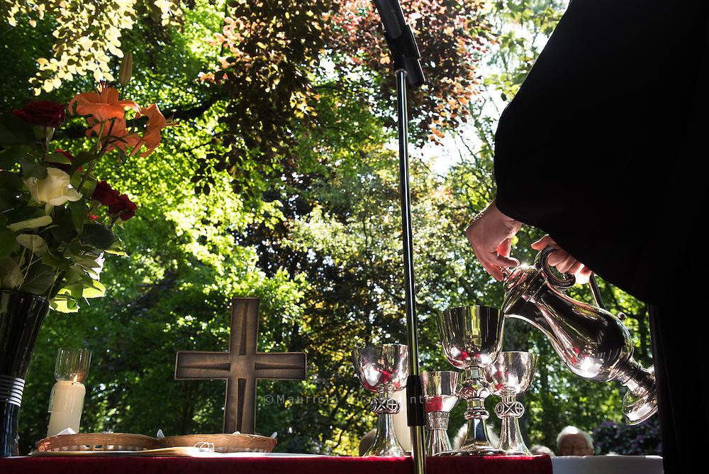Pfingsten: Festgottesdienst am Teich<br /> Sonntag, 24. Mai 2015, 10.30 Uhr<br /> Mit Pastor Johannes Kühn und Pastorin Corinna Peters-Leimbach<br /> Stiftungsgelände<br /> Beim Rauhen Hause 21, 22111 Hamburg