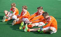 ROTTERDAM -   rekken en strekken bij Jongens  Nederlands B.  . Practice Match  Hockey : Netherlands Boys U16  v England U16 . COPYRIGHT KOEN SUYK