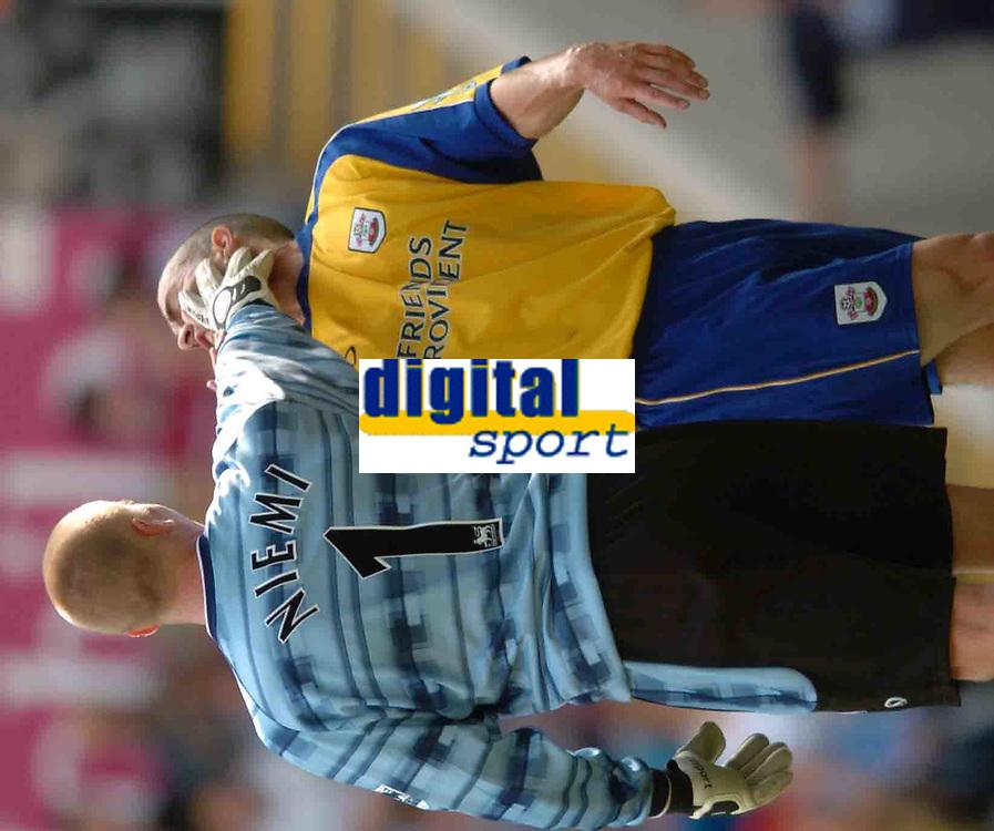 Photo: Richard Lane.Digitalsport<br /> Aston Villa v Southampton. Barclays Premiership. 14/08/2004.<br /> Southampton keeper, Antti Niemi pushes team mate, David Prutton in the face after a disagreement.