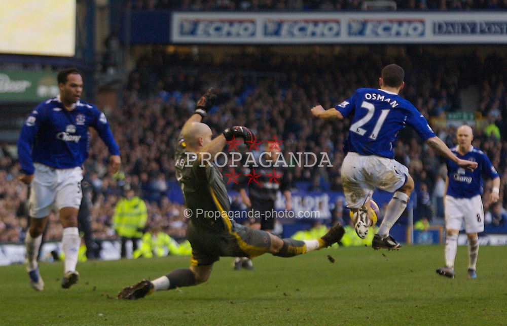 LIVERPOOL, ENGLAND - Saturday, February 9, 2008: Reading's goalkeeper Marcus Hahnemann challenges Everton's Leon Osman as his side chase an injury-time equaliser during the Premiership match at Goodison Park. (Photo by David Rawcliffe/Propaganda)