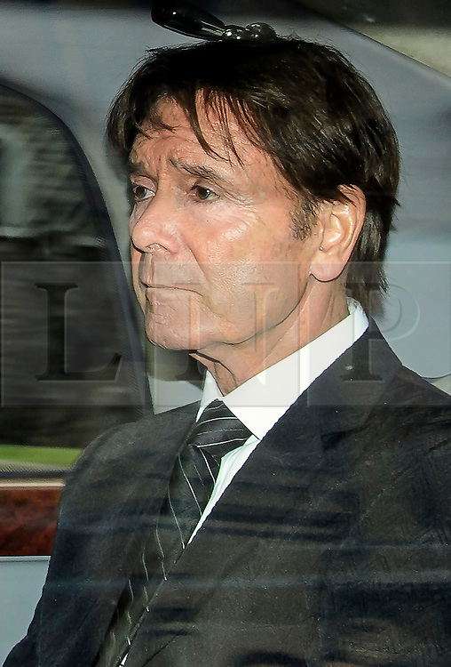 © Licensed to London News Pictures. 17/10/2016. London, UK. British pop singer SIR CLIFF RICHARD arrives at the Houses of Parliament in London where he is due to meet with MPs to discuss the anonymity of people accused of sexual offences. Sir Cliff Richards home was raided by police in connection with a sexual assault. The event was party broadcast live on the BBC.  Photo credit: Ben Cawthra/LNP