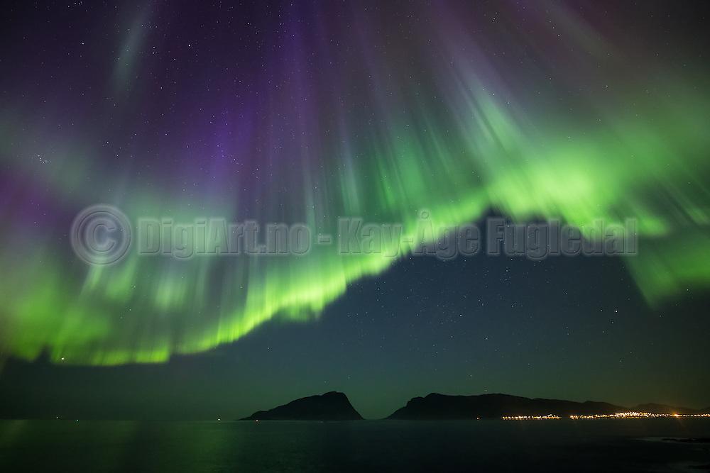 Tonight I had I great Northern Light (Aurora Borealis) experience. Normally we do not have such strong outbreakes on the west coast of Norway | I kveld hadde jeg en helt fantastisk nordlys opplevelse på Hidsneset. Jeg tror ikke jeg har sett så sterkt nordlys på våres kan før.