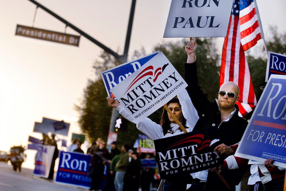 Republican debate at Ronald Reagan Presidential Library in Simi Valley, California. Supporters standing on Presidential Dr in Simi Valley trying to get bypassing cars to honk for their candidate...Photographer Chris Maluszynski /MOMENT