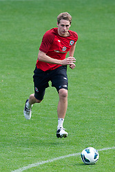 CARDIFF, WALES - Monday, October 15, 2012: Wales' David Edwards during a training session at the Cardiff City Stadium ahead of the Brazil 2014 FIFA World Cup Qualifying Group A match against Croatia. (Pic by David Rawcliffe/Propaganda)
