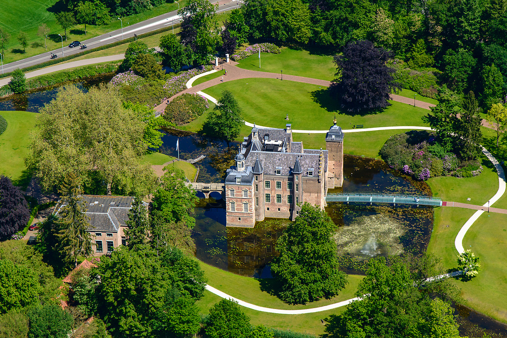 Nederland, Gelderland, Gemeente Berkelland, 29-05-2019; Achterhoek met landgoed en Kasteel Ruurlo, beschermde Historische Buitenplaats.<br /> Ruurlo Castle.<br /> <br /> luchtfoto (toeslag op standard tarieven);<br /> aerial photo (additional fee required);<br /> copyright foto/photo Siebe Swart