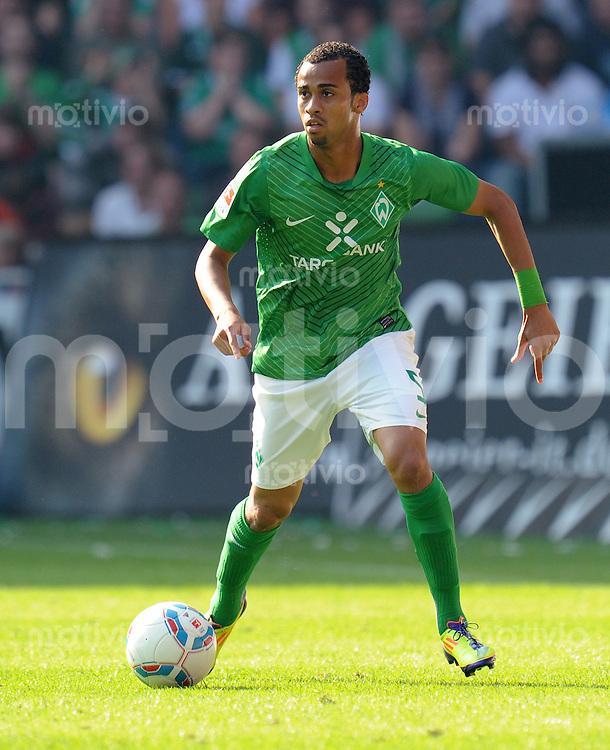 FUSSBALL   1. BUNDESLIGA   SAISON 2011/2012    3. SPIELTAG SV Werder Bremen - SC Freiburg                             20.08.2011 WESLEY (Bremen) EInzelaktion am Ball