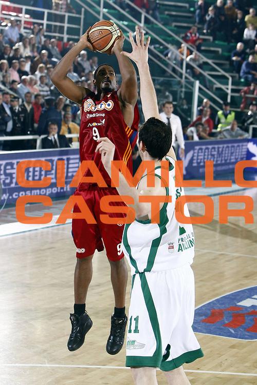 DESCRIZIONE : Avellino Lega A 2008-09 Air Avellino Lottomatica Virtus Roma<br /> GIOCATORE : Andre Hutson<br /> SQUADRA : Lottomatica Virtus Roma<br /> EVENTO : Campionato Lega A 2008-2009 <br /> GARA : Air Avellino Lottomatica Virtus Roma<br /> DATA : 07/05/2009<br /> CATEGORIA : tiro<br /> SPORT : Pallacanestro <br /> AUTORE : Agenzia Ciamillo-Castoria/E.Castoria