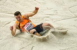 07-03-2015 CZE: European Athletics Indoor Championships, Prague<br /> Debutant Pieter Braun NED boekte na het verspringen twee plekken winst. Hij sprong 7,11 meter en steeg met 1642 punten naar de twaalfde plaats. Hij was de langzaamste op de 60 meter.