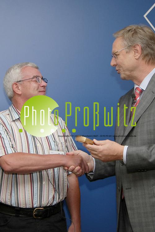 Mannheim. 02.09.2011. Chemiekonzern und Medikamentenhersteller Roche Diagnostics Deutschland GmbH. Das 500.000 Ger&permil;t CoaguChek XS erh&permil;lt Klaus Hambalgo.. <br /> - v.l. Dr. Daniel Herzenstiel, Prof. Dr. Markus Haass, Patient Klaus Hambalgo.<br /> Bild: Markus Proflwitz 02SEP11 / masterpress /