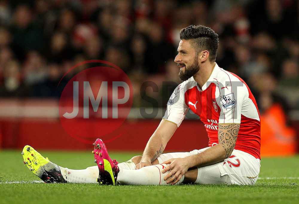 Olivier Giroud of Arsenal sits on the floor - Mandatory by-line: Robbie Stephenson/JMP - 21/04/2016 - FOOTBALL - Emirates Stadium - London, England - Arsenal v West Bromwich Albion - Barclays Premier League