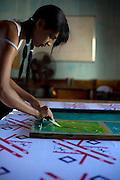 Sao Luis_MA, Brasil...Comunidade Vila Olimpica. Projeto Inclusao de Jovens Mulheres Negras - Oficina de Serigrafia...The Vila Olimpica community. The project Inclusao de Jovens e Mulheres Negras...Foto: LEO DRUMOND /  NITRO