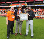 United legends Ron Yeats and Hamish McAlpine with Tom Cairns of Dundee United Business Club - Dundee United open day at Tannadice<br />