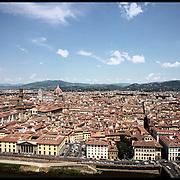 Il centro storico di Firenze....Fotografie aeree a bassa quota di diverse parti della città realizzate da un pallone aerostatico che ha sorvolato sul cielo di Firenze con appesa una macchina fotografica.