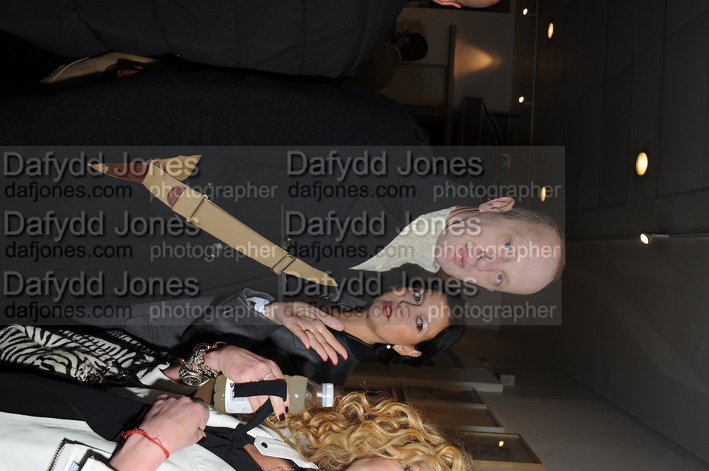JOHNNIE SHAND-KYDD; ROSANN BENETT;, Vanity Fair  hosted  UK Premiere and party for Beyond Time. A film about the artist William Turnbull made by his son Alex Turnbull. Narrated by Jude Law. I.C.A. London. 17 November 2011<br /> <br />  , -DO NOT ARCHIVE-© Copyright Photograph by Dafydd Jones. 248 Clapham Rd. London SW9 0PZ. Tel 0207 820 0771. www.dafjones.com.