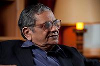 31 MAY 2010, BERLIN/GERMANY:<br /> Jagdish Natwarlal Bhagwati, indischer Oekonom und Professor fuer Politik und Wirtschaft an der Columbia University, waehrend einem Interview, Bibiothek der American Academy<br /> IMAGE: 20100531-02-019<br /> KEYWORDS: Jagdish Bhagwati, Ökonom