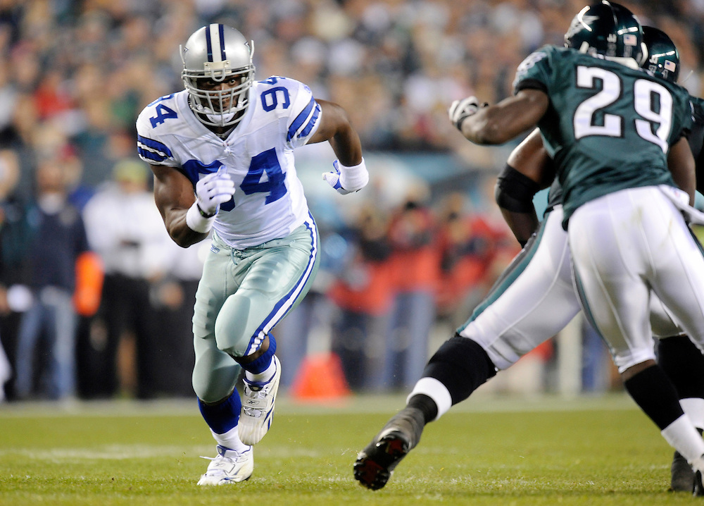 PHILADELPHIA - NOVEMBER 08: DeMarcus Ware #94 of the Dallas Cowboys rushes the passer against the Philadelphia Eagles at Lincoln Financial Field on November 8, 2009 in Philadelphia, Pennsylvania. The Cowboys defeated the Eagles  20-16. (Photo by Rob Tringali) *** Local Caption *** DeMarcus Ware