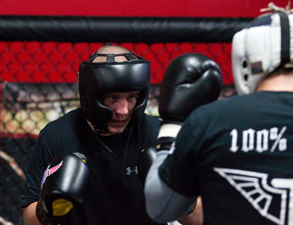 London, Ontario ---11-11-11--- UFC fighter Mark Hominick trains for his December bout at Adrenaline Training Center in London, Ontario November 11, 2011<br /> GEOFF ROBINS The Globe and Mail