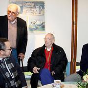 NLD/Laren/20100419 - Overhandiging boek John Kraaijkamp, Leen Timp groet Rijk de Gooyer