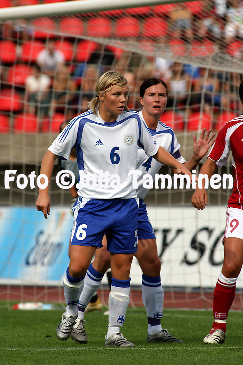 26.08.2006, Ratina, Tampere, Finland..Naisten MM-karsintaottelu Suomi - Tanska / FIFA Women's World Cup Qualifying match, Finland v Denmark..Eveliina Sarap?? & Sanna Valkonen - Finland.©Juha Tamminen.....ARK:k