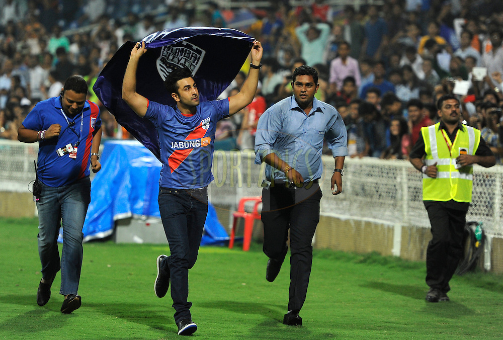 Ranbir Kapoor bollywood actor and co-owner of Mumbai City FC takes a round of the ground during match 22 of the Hero Indian Super League between Mumbai City FC and Delhi Dynamos FC City held at the D.Y. Patil Stadium, Navi Mumbai, India on the 5th November.<br /> <br /> Photo by:  Pal Pillai/ ISL/ SPORTZPICS