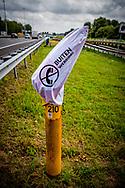 SNELWEG a 13 - Vanaf zaterdag 1 juli zijn de gele praatpalen langs de snelwegen buiten bedrijf. Omdat automobilisten hun mobiele telefoon gebruiken als ze met pech langs de weg stranden, is besloten om de praatpalen uit te zetten en te verwijderen. Het duurt ongeveer drie maanden voordat alle praatpalen zijn weggehaald.  ROBIN UTRECHT