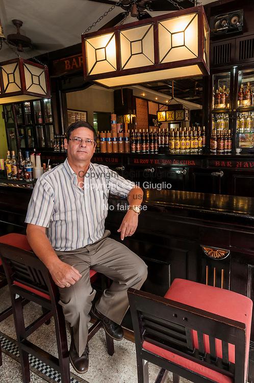 Cuba, La Havane, Habana Vieja, Musée du Rhum Havana Club, un des hauts cadre de la société d'état // Cuba, Havana, Habana Vieja, iHavana Rum Club Museum, a chairman of the state company