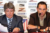 Fotball<br /> Spania 2005/2006<br /> Foto: Miguelez/Digitalsport<br /> NORWAY ONLY<br /> <br /> 26.07.2005<br /> Martin Petrov og president Cerezo <br /> Athletico Madrid