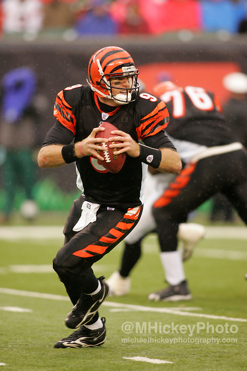 Cincinnati Bengals quarterback Carson Palmer looks for an open receiver against the Baltimore Ravens Nov 27, 2005. The Bengals defeated the Ravens 42-29.