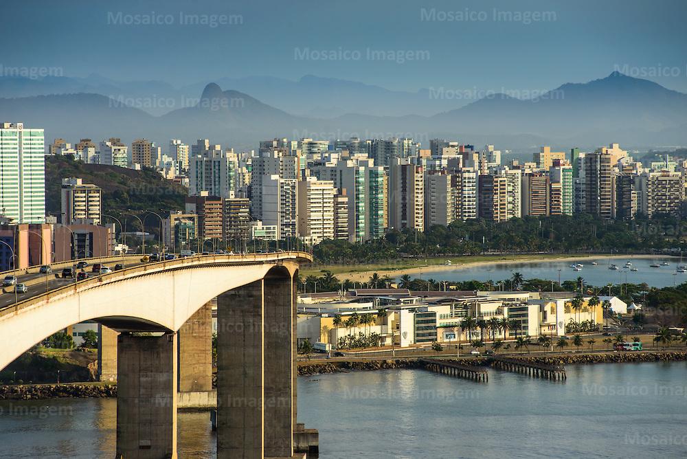 Brasil - Espirito Santo - Vitoria - Vista do Morro do Moreno com Terceira Ponte e Cidade de Vitoria - Foto: Gabriel Lordello/ Mosaico Imagem