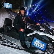 DUI/Hinterzarten/20130212 - Opname Vliegende Hollanders 2013 - Sterren van de Schans, Gerard Joling op de sneeuwscooter