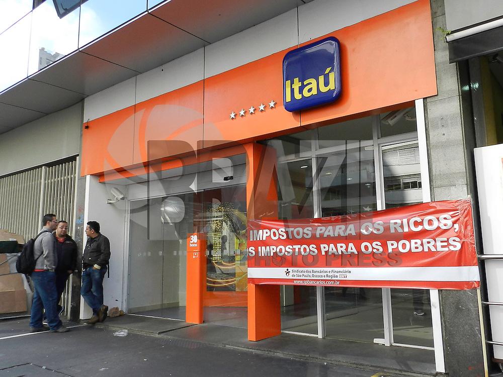 SAO PAULO - SP - 11 DE JULHO DE 2013 - GREVE GERAL - Agencias bancarias são vistas fechadas na Avenida Paulista, nesta quinta-feira, 11. FOTO: MAURICIO CAMARGO / BRAZIL PHOTO PRESS.