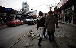 PRISTINA, KOSOVO - DECEMBER 14 - ulica s trgovinami