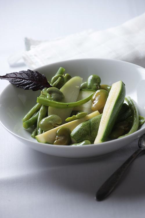 Chileatole verde, un estofado de hortalizas que puede comerse por si mismo o en tostadas-Green chileatole, a spicy vegetable stew that can be had by itself or as a tostada topping.