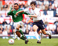 Fotball<br /> VM-kvalifisering<br /> England v Nord Irland<br /> 26. mars 2005<br /> Foto: Digitalsport<br /> NORWAY ONLY<br /> England's Joie Cole and Northern Ireland's Jeff Whitley battle for the ball.