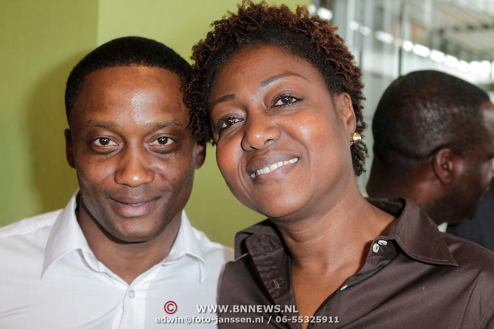 NLD/Ridderkerk/20120508 - Presentatie Helden 13, Andwele Slory en zijn moeder