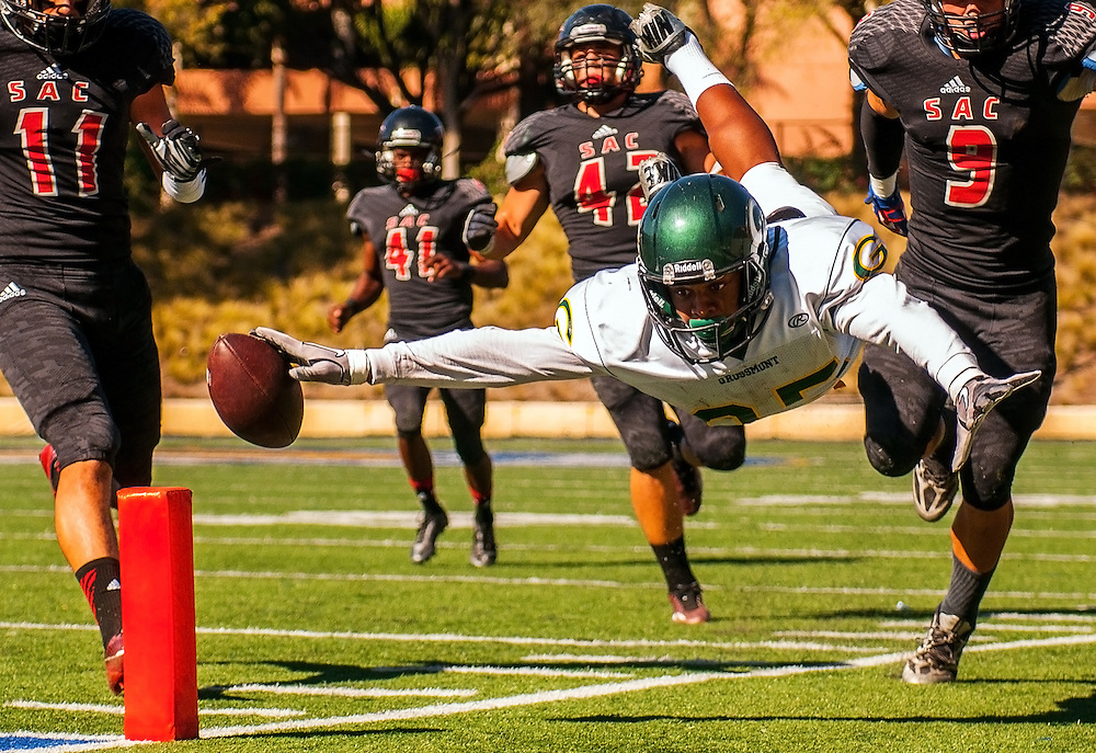 Paul Gooden (85) of Grossmont College makes a diving attempt at a touchdown during the first quarter in Santa Ana agains Santa Ana College, November 9. Photo: Brandon Means