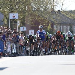 RIJSSEN (NED) wielrennen:  <br /> De 63e ronde van Overijssel heeft als zwaarte punt de heuveltjes rond Ootmarsum en de Sallandse heuvelrug. Net als in de ronde van Vlaanderen kent men in Overijssel het dorp van de ronde. In 2015 is de eer aan Markelo. Jeff Vermeulen Hoogvliet) wint de ronde van Overijssel voor Marco Zanotti (Italie) en Coen Vermeltvoort (Schuinesloot)