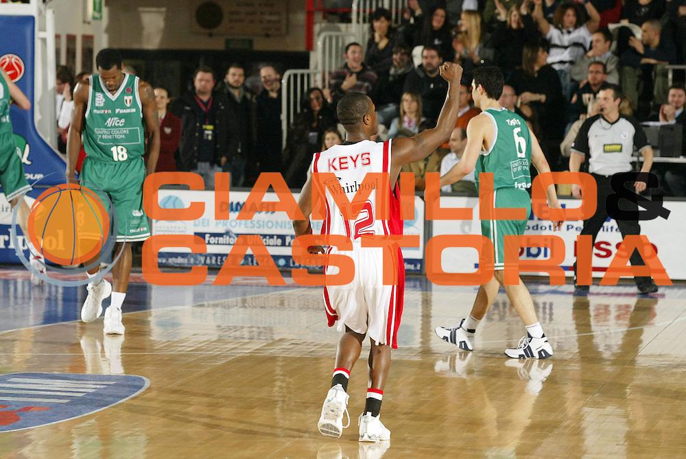 DESCRIZIONE : Varese Lega A1 2006-07 Whirlpool Varese Benetton Treviso<br /> GIOCATORE : Keys<br /> SQUADRA : Whirlpool Varese<br /> EVENTO : Campionato Lega A1 2006-2007 <br /> GARA : Whirlpool Varese Benetton Treviso<br /> DATA : 24/02/2007 <br /> CATEGORIA : Esultanza<br /> SPORT : Pallacanestro <br /> AUTORE : Agenzia Ciamillo-Castoria/G.Cottini