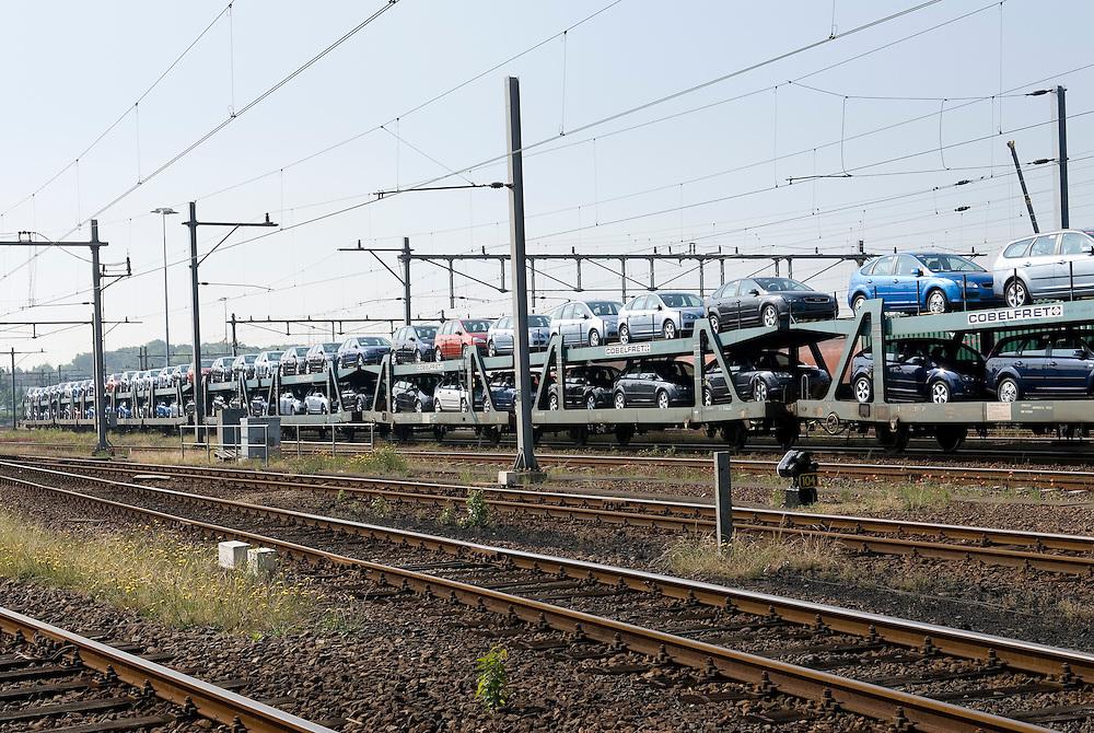 Nederland, Venlo, 20060608..Autovervoer per trein.Trein staat gereed op het spoorweg emplacement van Venlo..goederenvervoer, trein, spoor