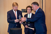 Koning Willem Alexander opent het vernieuwde herinneringscentrum van Nationaal Monument Kamp Vught.Kamp Vught was tijdens de Tweede Wereldoorlog het enige SS-concentratiekamp in bezet west-Europa. <br /> <br /> King Willem Alexander opens the renovated memorial center of National Monument Camp Vught. Camp Vught was the only SS concentration camp in occupied western Europe during the Second World War.<br /> <br /> Op de foto / On the photo:  Koning Willem Alexander verricht de Openingshandeling met het popje  gemaakt in 1944 door Riek Snel. Zij was gevangene in Kamp Vught //// King Willem Alexander performs the Opening Act with the doll made in 1944 by Riek Snel. She was a prisoner in Camp Vught