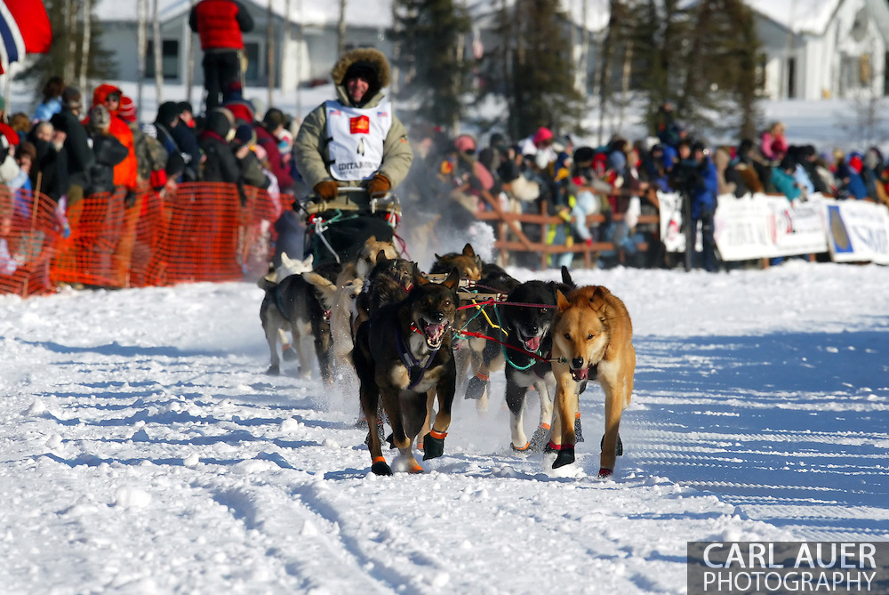 3/4/2007:  Willow, Alaska -  With thousands of people gathered on the frozen Willow Lake, Veteran Cim Smyth of Big Lake, AK and his dog team tear down the opening stretch of the 35th Iditarod Sled Dog Race