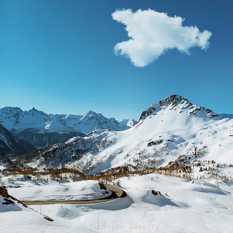 Verschneite Alpenlandschaft Bernina, Graubünden, Schweiz
