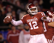 University of Oklahoma quarterback Paul Thompson back to pass against Nebraska during the Big 12 Championship game at Arrowhead Stadium in Kansas City, Missouri, December 2, 2006.  Oklahoma beat Nebraska 21-7.<br />