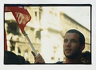 Proteste contro il summit del G8, Genova luglio 2001. Via Cadorna, 17 luglio. Manifestazione di Attac. Attac, associazione internazionale aderente al Genoa Social Forum, propone la cancellazione del debito dei Paesi in via di sviluppo e la tassazione delle transazioni finanziarie (la cosiddetta Tobin Tax).