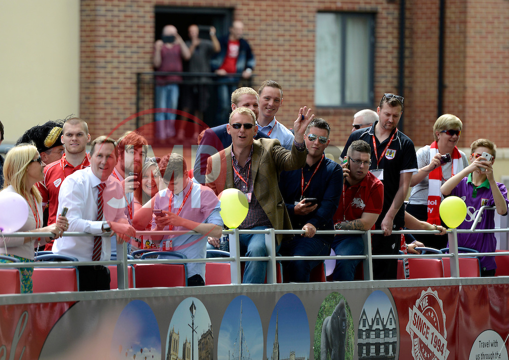 - Photo mandatory by-line: Joe Meredith/JMP - Mobile: 07966 386802 - 04/05/2015 - SPORT - Football - Bristol -  - Bristol City Celebration Tour