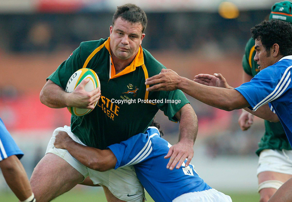 06/07/2002 South Africa vs Samoa at Loftus Versfeld Pretoria - Springboks won 60-18 - Faan Rautenbach surrounded by Samoan players.<br />