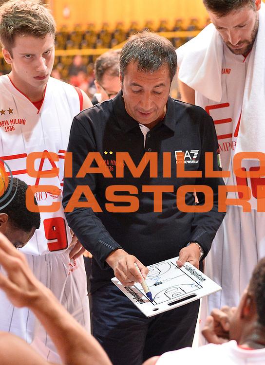 DESCRIZIONE : Bormio Lega A 2014-15 amichevole Ea7 Olimpia Milano - Stings Mantova<br /> GIOCATORE : Luca Banchi<br /> CATEGORIA : allenatore coach time out<br /> SQUADRA : Ea7 Olimpia Milano<br /> EVENTO : Valtellina Basket Circuit 2014<br /> GARA : Ea7 Olimpia Milano - Stings Mantova<br /> DATA : 04/09/2014<br /> SPORT : Pallacanestro <br /> AUTORE : Agenzia Ciamillo-Castoria/R.Morgano<br /> Galleria : Lega Basket A 2014-2015  <br /> Fotonotizia : Bormio Lega A 2014-15 amichevole Ea7 Olimpia Milano - Stings Mantova<br /> Predefinita :
